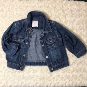 Baby Gap jean jacket in good condition. 12-18M